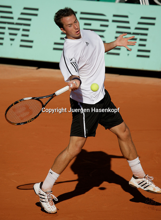 French Open 2009, Roland Garros, Paris, Frankreich,Sport, Tennis, ITF Grand Slam Tournament, .Philipp Kohlschreiber (GER) spielt eine Vorhand,forehand,action,Ball..Foto: Juergen Hasenkopf..