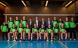 11-10-2017 NED: Selectie SSS 2017-2018, Barneveld<br /> De spelers van eredivisie club SSS voor het seizoen 2017-2018 / Teamfoto met staf en bestuur