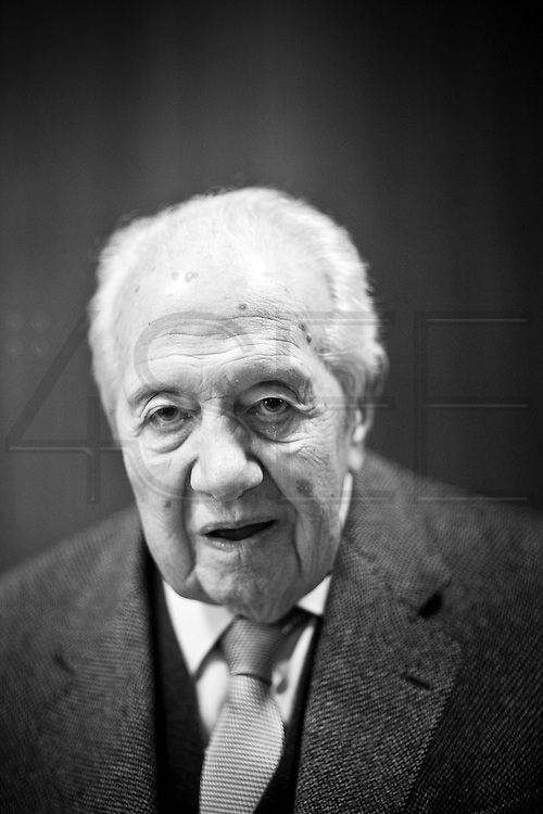 Mário Soares, former Portuguese President and Prime-Minister after democracy was restored, was one of the main leaders that fought against Salazar's dictatorship that ended in April 25, 1974. Soares was also the leader of the Socialist Party. He passed away on January 8, at the age of 92 Mário Soares, former Portuguese President and Prime-Minister after democracy was restored, was one of the main leaders that fought against Salazar's dictatorship that ended in April 25, 1974. Soares was also the leader of the Socialist Party. He passed away on January 7, at the age of 92