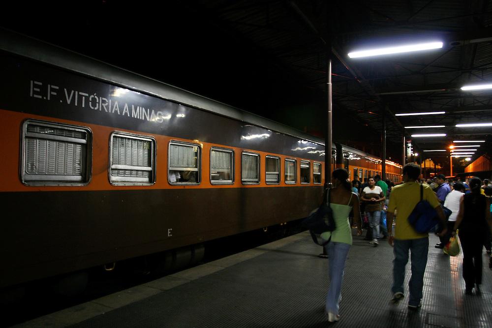Belo Horizonte_MG, Brasil. ..Trem de passageiros da Estrada de Ferro Vitoria-Minas...The passenger train of the Railroad Vitoria-Minas...Foto: MARCUS DESIMONI / NITRO