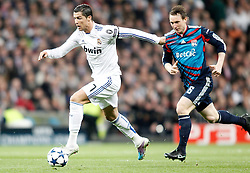 16.03.2011, Stadio Santiago di Bernabeu, Madrid, ESP, UEFA CL, Real Madrid vs Olympique de Lyon, im Bild Real Madrid's Cristiano Ronaldo against Olympique de Lyon's Kim Kallstrom during Champions League match. March 16, 2011. . EXPA Pictures © 2011, PhotoCredit: EXPA/ Alterphotos/ Alvaro Hernandez +++++ ATTENTION - OUT OF SPAIN / ESP +++++