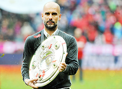 14.05.2016, Allianz Arena, Muenchen, GER, 1. FBL, FC Bayern Muenchen vs Hannover 96, 34. Runde, im Bild Trainer Pep Guardiola (FC Bayern Muenchen) mit der Meisterschale // during the German Bundesliga 34th round match between FC Bayern Munich and Hannover 96 at the Allianz Arena in Muenchen, Germany on 2016/05/14. EXPA Pictures © 2016, PhotoCredit: EXPA/ Eibner-Pressefoto/ Stuetzle<br /> <br /> *****ATTENTION - OUT of GER*****
