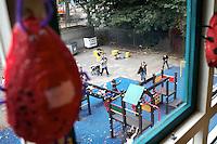 De speelplaats van de Rotterdamse lager school de Kameleon in de wijk Carnisse. Op de school met 400 leerlingen zitten meer dan 50 nationaliteiten.