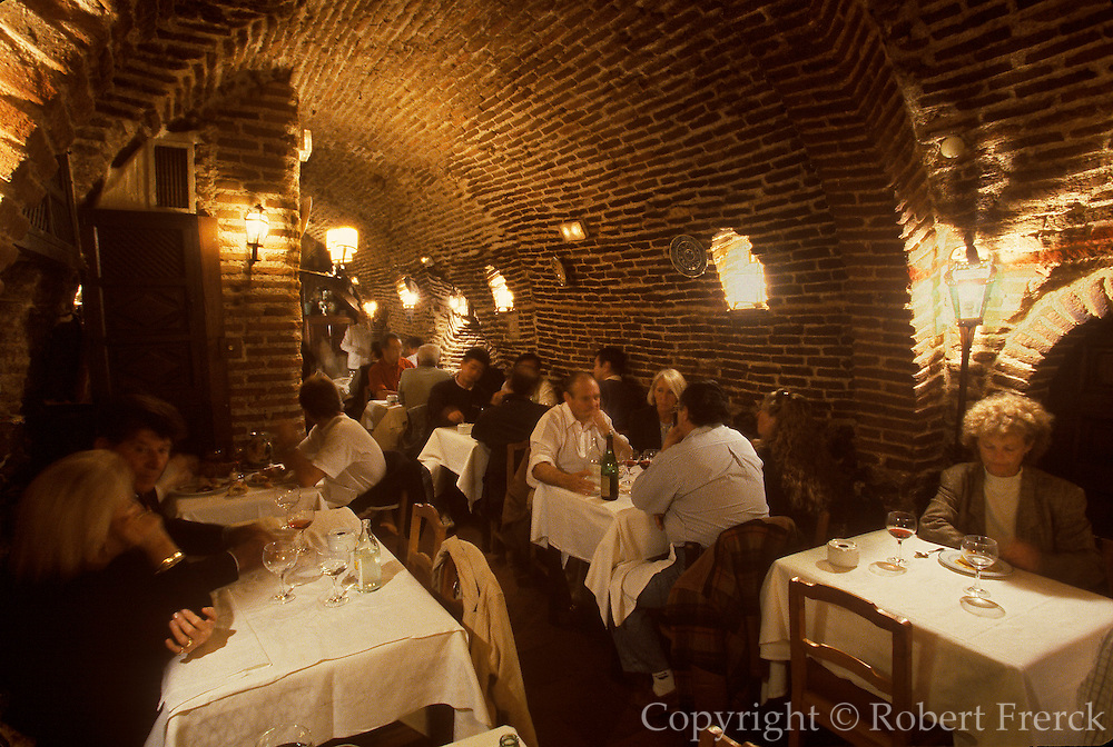 SPAIN, MADRID, ENTERTAINMENT Botin's, 16thc, world's oldest restaurant