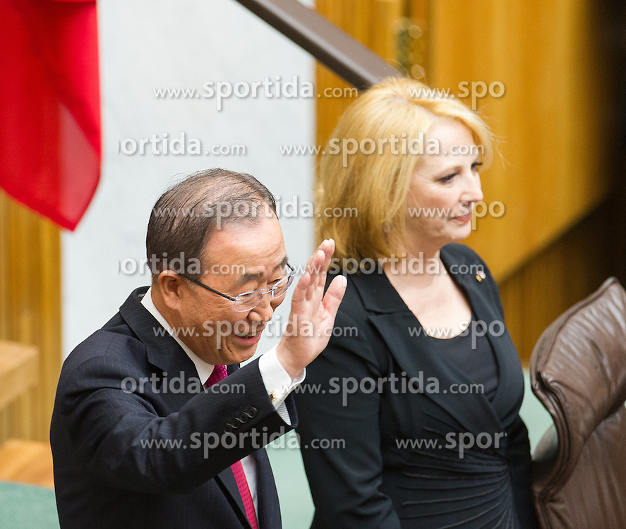 28.04.2016, Parlament, Wien, AUT, Parlament, Nationalratssitzung, Besuch des UNO-Generalsekretärs im Nationalrat, im Bild v.l.n.r. UNO Generalsekretaer Ban Ki-moon und Nationalratspräsidentin Doris Bures (SPÖ) // f.l.t.r. General Secretary of the United Nation Organisation Ban Ki-moon and President of the National Council Doris Bures (SPOe) during visit of the secretary general of the united nations at the meeting of the National Council of austria at austrian parliament in Vienna, Austria on 2016/04/28, EXPA Pictures © 2016, PhotoCredit: EXPA/ Michael Gruber