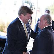 NLD/Scheveningen/20180630 - Koning bij Award Diner Volvo Ocean Race, Koning Willem Alexander begroet Koning Juan Carlos