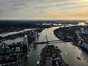 Nederland, Zuid-Holland, Rotterdam, 14-09-2019; Stadsgezicht Rotterdam, rivier de Nieuwe Maas in tegenlicht, richting Nieuwe Waterweg. In de voorgrond Noordereiland, Erasmusbrug naar Kop van Zuid. <br /> Cityscape Rotterdam, river New Maas in backlight, with Noordereiland and Erasmus bridge.<br /> luchtfoto (toeslag op standard tarieven);<br /> aerial photo (additional fee required);<br /> copyright foto/photo Siebe Swart