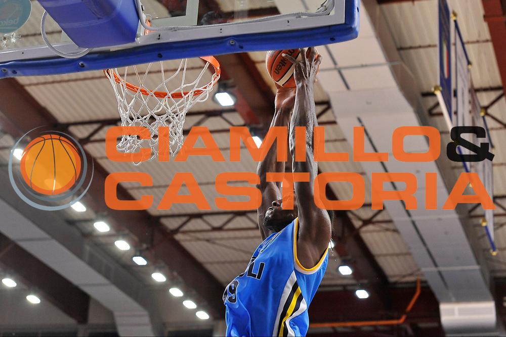 DESCRIZIONE : Beko Legabasket Serie A 2015- 2016 Dinamo Banco di Sardegna Sassari -Vanoli Cremona<br /> GIOCATORE : Paul Stephan Biligha<br /> CATEGORIA : Schiacciata Sequenza<br /> SQUADRA : Vanoli Cremona<br /> EVENTO : Beko Legabasket Serie A 2015-2016<br /> GARA : Dinamo Banco di Sardegna Sassari - Vanoli Cremona<br /> DATA : 04/10/2015<br /> SPORT : Pallacanestro <br /> AUTORE : Agenzia Ciamillo-Castoria/C.Atzori