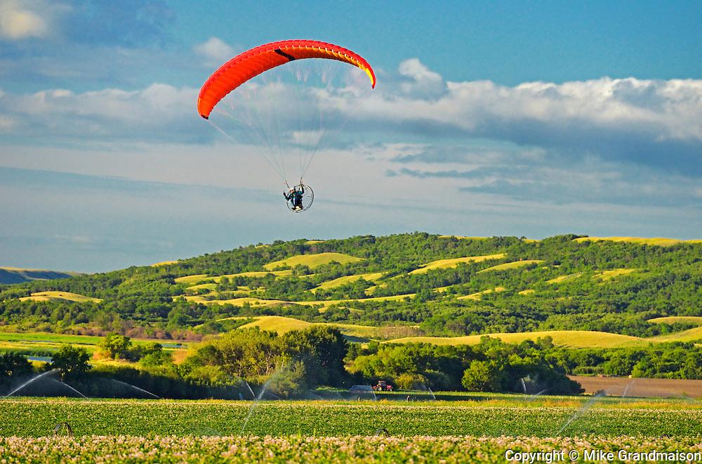 Hang gliding in Qu' Appelle Valley<br /> Craven<br /> Saskacthewan<br /> Canada