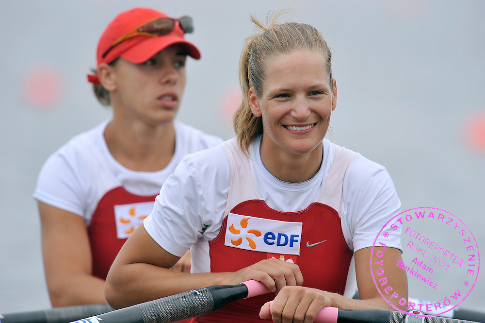 (L) MAGDALENA FULARCZYK & (R) JULIA MICHALSKA (BOTH POLAND) WAIT FOR THE START IN WOMEN'S DOUBLE SCULLS DURING REGATTA EUROPEAN ROWING CHAMPIONSHIPS IN MONTEMOR-O-VELHO, PORTUGAL...PORTUGAL , MONTEMOR-O-VELHO , SEPTEMBER 11, 2010..( PHOTO BY ADAM NURKIEWICZ / MEDIASPORT ).