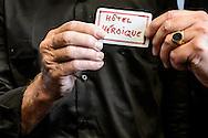 26-06-2015: Grande opening Hotel Heroique: Utrecht<br /> <br /> Tourwinnaar Joop Zoetemelk en Burgermeester Jan van Zanen van Utrecht met de eerste entreekaart voor een kamer in hotel Heroique<br /> <br /> Een grote tentoonstelling in het oude postkantoor aan de Neude, met werk van Utrechtse en buitenlandse schilders, kunstenaar Ruud Kuijer en een aantal bekende Nederlandse Tour fotografen.<br /> <br /> Het idee kwam van Jeroen Wielaert. De ras Utrechter werkt sinds 1986 als verslaggever in de Tour. Hij kent het nomadische leven van de ronde zeer goed. Het is altijd verhuizen naar andere steden, met elke keer een ander hotel elke keer met andere decoraties. De tentoonstelling toont het verhaal van die tocht, de helden, wat ze ervaren en tegenkomen.