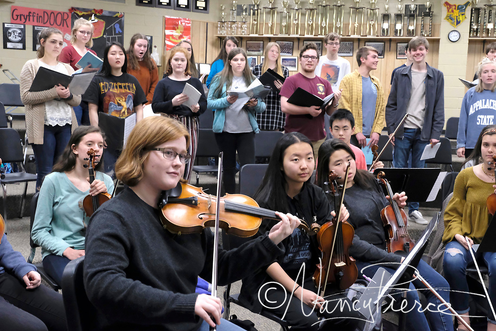 Providence Chamber Orchestra a nd Chamber Chorus with conductrors Kristen Johnson and Thomas Lajoie