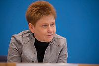 DEU, Deutschland, Germany, Berlin, 20.02.2019: Bundestagsvizepräsidentin Petra Pau (Die Linke) in der Bundespressekonferenz zum Antrag der Fraktionen von FDP, Linken und Grünen zur Alterssicherung jüdischer Kontingentflüchtlinge.