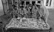 Pakistan. Dara in tribal area. Dara in the tribal territory, arms factories,  guns , hashish and drugs are on sale freely.     /  Dara, dans les zones tribales, partiellement controle par le gouvernement, on y fabrique des armes, le hashish et les armes sont en vente libre   26700 15 26700 20 /  PAK26700 10B