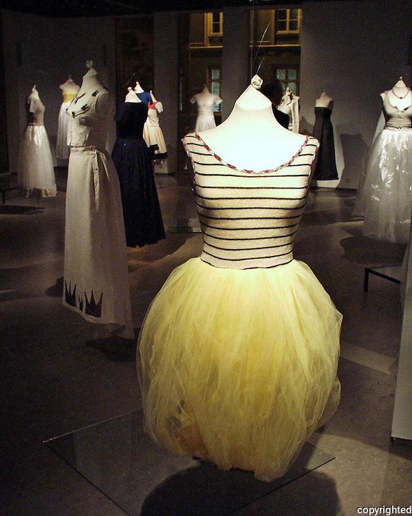 Julie Skarland, utstilling i Nordenfjeldske Kunstindustrimuseum, i samarbeid med Fretex/Frelsesarmeen.