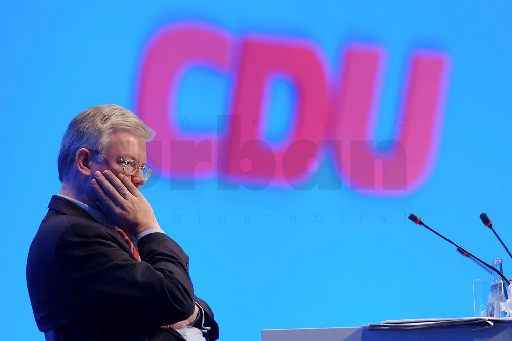 11 NOV 2002, HANNOVER/GERMANY:<br /> Roland Koch, CDU, Ministerpraesident Hessen, CDU Bundesparteitag, Hannover Messe<br /> IMAGE: 20021111-01-092<br /> KEYWORDS: Parteitag, party congress, Ministerpr&auml;sident, Logo, sign