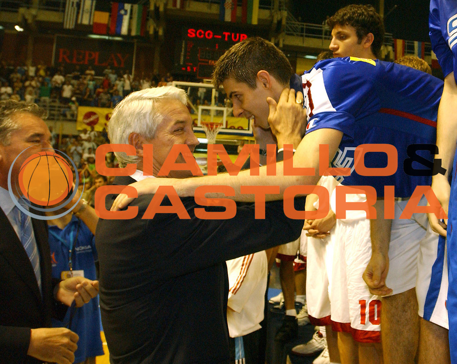 DESCRIZIONE : Belgrado Campionato Europeo Maschile Under 18 <br /> GIOCATORE : <br /> SQUADRA : <br /> EVENTO : Campionato Europeo Maschile Under 18 <br /> GARA : <br /> DATA : 24/07/2005 <br /> CATEGORIA : Premiazione <br /> SPORT : Pallacanestro <br /> AUTORE : Agenzia Ciamillo-Castoria
