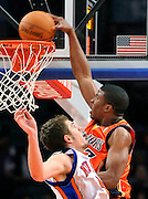 Golden State Warriors' Kelenna Azubuike leaps over New York Knicks' David Lee to dunk a basket at Madison Square Garden in N.Y. AP Photo / Kathy Kmonicek