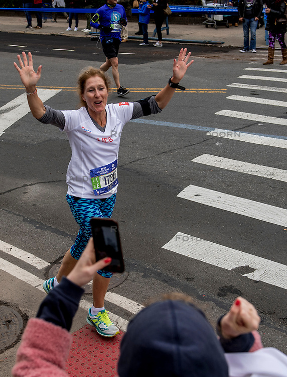 05-11-2017 USA: NYC Marathon We Run 2 Change Diabetes day 3, New York<br /> De dag van de marathon, 42 km en 195 meter door de straten van Staten Island, Brooklyn, Queens, The Bronx en Manhattan / Lies