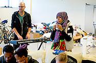 AMSTERDAM - Duitse regisseur Nicolas Stemann met vluchtelingen aan het werk in de Vluchtgebouw  voor een voorstelling/manifestatie die vanaf dinsdag in theater frascati te zien is COPYRIGHT ROBIN UTRECHT