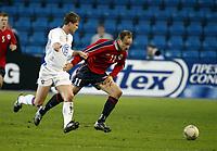 Fotball, 28. april 2004, Privatlandskamp, Norge-Russland 3-2, Vladislav Radimov, Russland, og Sigurd Rushfeldt, Norge