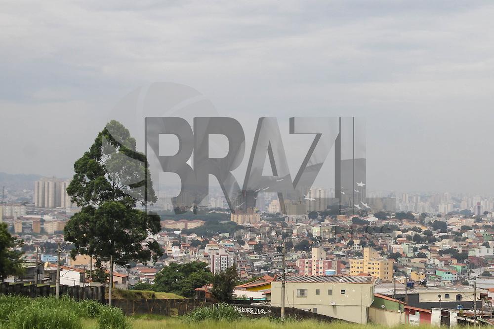 SÃO PAULO, SP, 25.02.2016 - CLIMA-SP - Céu nublado com previsão de chuva a qualquer momento, na região leste de São Paulo nesta quinta-feira, 25. (Foto: Marcos Moraes/Brazil Photo Press)
