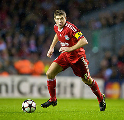 LIVERPOOL, ENGLAND - Wednesday, December 9, 2009: Liverpool's captain Steven Gerrard MBE in action against AFC Fiorentina during the UEFA Champions League Group E match at Anfield. (Photo by David Rawcliffe/Propaganda)