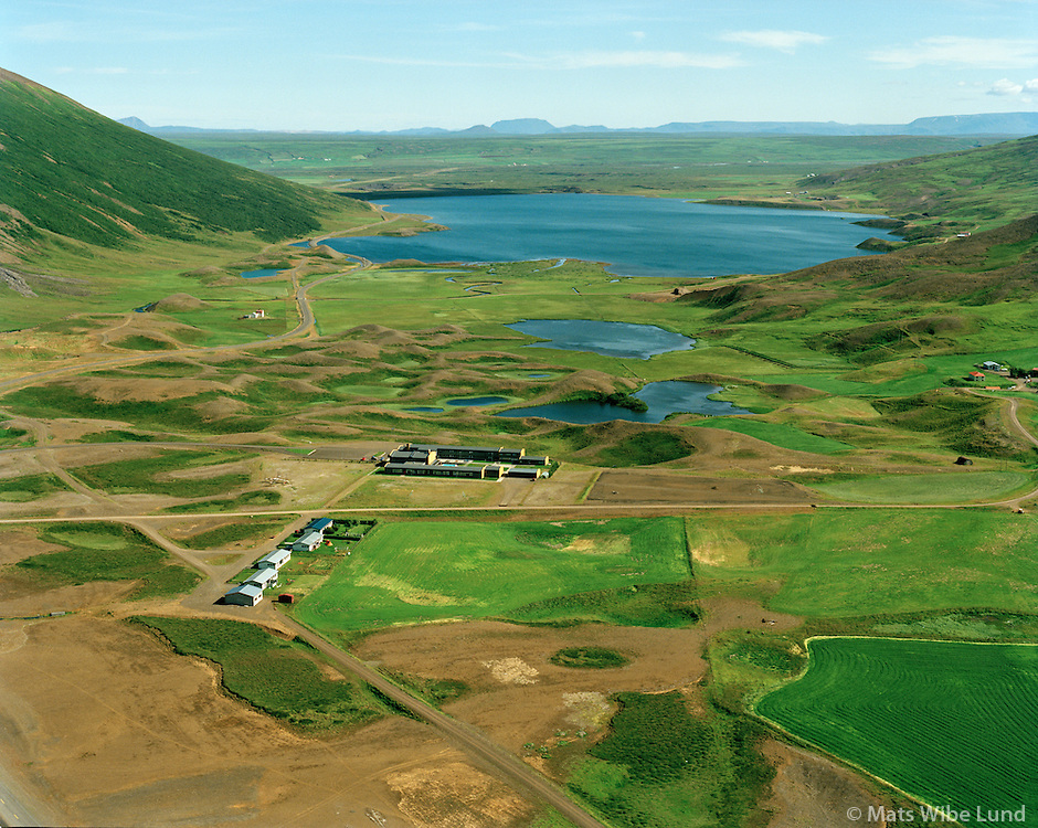 Stóru-Tjarnir, Stórutjarnarskóli og Ljósavatn séð til austurs, Þingeyjarsveit áður Ljósavatnshreppur / Storu-Tjarnir, Storutjarnar-school and lake Ljosavatn in background viewing east, Thingeyjarsveit former Ljosavatnshreppur.