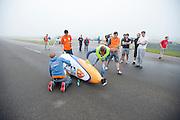 De VeloX IV wordt gepoetst voor de recordpoging van Rik Houwers. Hij zou het niet halen, onder andere door de weersomstandigheden. In Duitsland probeert het Human Power Team Delft en Amsterdam (HPT), dat bestaat uit studenten van de TU Delft en de VU Amsterdam, het uurrecord te verbreken op de Dekrabaan met de VeloX4. Dat staat momenteel op 90,4 km. In september wil het HPT daarna een poging doen het wereldrecord snelfietsen te verbreken, dat nu op 133 km/h staat tijdens de World Human Powered Speed Challenge.<br /> <br /> Rider Rik Houwers at his attempt to set a new hour record. He wouldn't make it, partially because of the weather. The Human Power Team Delft and Amsterdam, consisting of students of the TU Delft and the VU Amsterdam, tries to set a new hour record on a bicycle with the special recumbent bike VeloX4. The current record is 90,4 km. They also wants to set a new world record cycling in September at the World Human Powered Speed Challenge. The current speed record is 133 km/h.
