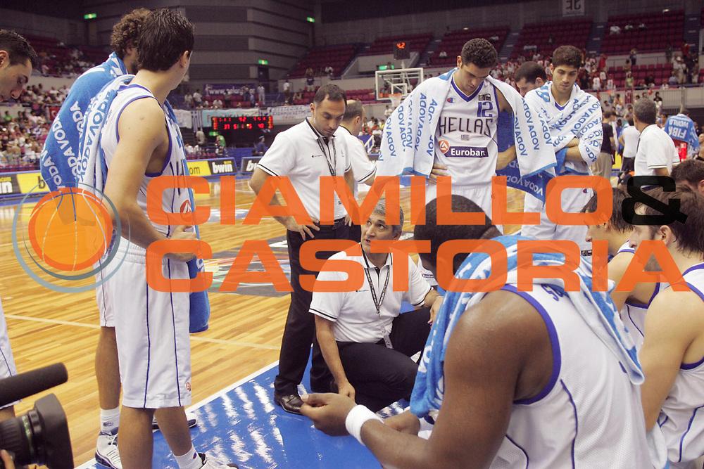 DESCRIZIONE : Hamamatsu Giappone Japan Men World Championship 2006 Campionati Mondiali Greece-Turkey <br /> GIOCATORE : Team Grecia <br /> SQUADRA : Greece Grecia <br /> EVENTO : Hamamatsu Giappone Japan Men World Championship 2006 Campionato Mondiale Greece-Turkey <br /> GARA : Greece Turkey Grecia Turchia <br /> DATA : 24/08/2006 <br /> CATEGORIA : Timeout Sponsor VodaVoda <br /> SPORT : Pallacanestro <br /> AUTORE : Agenzia Ciamillo-Castoria/A.Vlachos <br /> Galleria : Japan World Championship 2006<br /> Fotonotizia : Hamamatsu Giappone Japan Men World Championship 2006 Campionati Mondiali Greece-Turkey <br /> Predefinita :