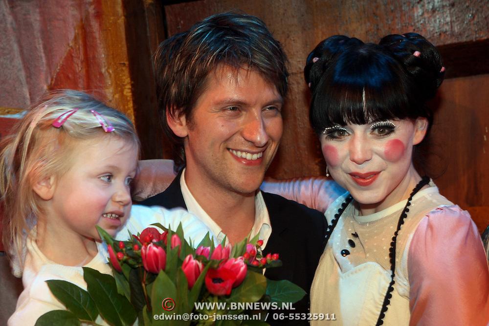 NLD/Den Bosch/20080222 - Premiere Pinokkio, Kristel Verbeke met partner Gene Thomas en dochter Nanou