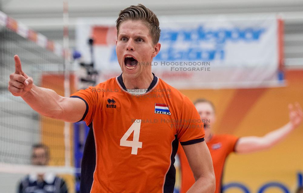 25-09-2016 NED: EK Kwalificatie Nederland - Turkije, Koog aan de Zaan<br /> Nederland plaatst zich voor het EK in Polen door Turkije met 3-1 te verslaan / Thijs ter Horst #4