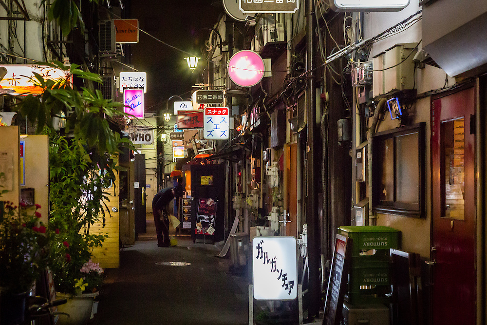 Goden Gai, in Shinjuku, with its narrow streets and small bars, is onf the main spots for an evening drink in Tokyo.