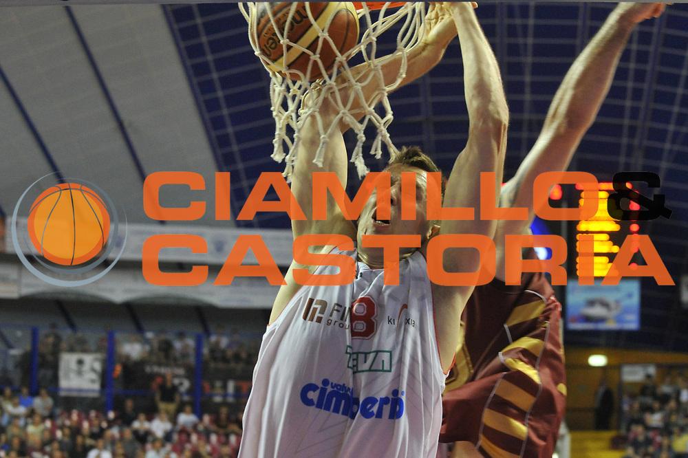 DESCRIZIONE : Venezia Lega A 2012-13 Quarti di finale Play Off scudetto Gara 4 Umana Venezia Cimberio Varese<br /> GIOCATORE : janar talts<br /> CATEGORIA : tiro<br /> SQUADRA : Umana Venezia Cimberio Varese<br /> EVENTO : Campionato Lega A 2012-2013 <br /> GARA : Umana Venezia Cimberio Varese<br /> DATA : 16/05/2013<br /> SPORT : Pallacanestro <br /> AUTORE : Agenzia Ciamillo-Castoria/M.Gregolin<br /> Galleria : Lega Basket A 2012-2013  <br /> Fotonotizia : Venezia Lega A 2012-13 Quarti di finale Play Off scudetto Gara 3 Umana Venezia Cimberio Varese<br /> Predefinita :