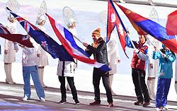 23-02-2014 ALGEMEEN: OLYMPIC GAMES: SOTSJI<br /> Sluitingsceremonie XXII Olympische Winterspelen / Bob de Jong met de Nederlandse vlag tijdens de sluitingsceremonie van de Olympische Winterspelen<br /> ©2014-FotoHoogendoorn.nl