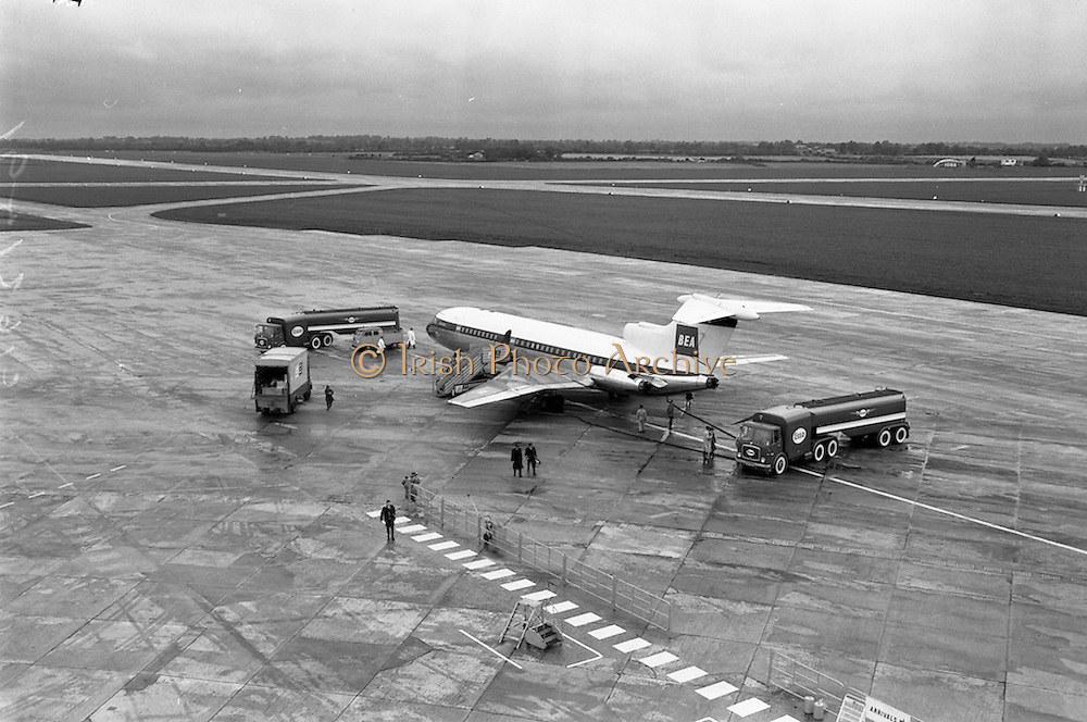 09/09/1962<br /> 09/09/1962<br /> 09 September 1962<br /> Refuelling of BEA de Havilland D.H.121 airliner  at Dublin Airport.