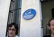 Spanje, Barcelona, 27-5-2007..Een logo van een muziek-studio,tv-studio in de wijk Gracia, die onderdeel is van het Endemol mediaconcern...Foto: Flip Franssen