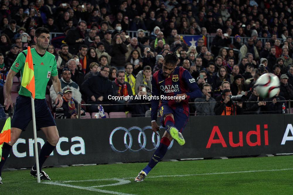11.02.2015.  Barcelona, Spain. Copa del Rey Semi final 1st Leg. Barcelona versus Villarreal.<br /> Neymar takes the corner kick