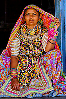 Inde, Gujarat, Kutch, village de Hodka, femme d'ethnie Meghwal // India, Gujarat, Kutch, Hodka village, Meghwal ethnic group