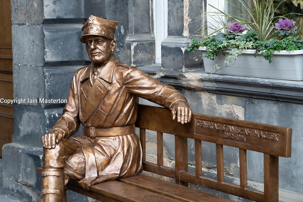 Statue of Polish war hero General Stanislaw Maczek at City chambers in Edinburgh Old Town, Scotland, UK