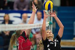 17-10-2014 GER: USC Muenster - Dresdner SC, Munster<br /> Vriendschappelijke wedstrijd / Block Ashley Benson (#10 Muenster) - Zuspiel Laura Dijkema (#7 Dresden)