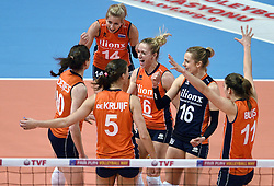 06-01-2016 TUR: European Olympic Qualification Tournament Turkije - Nederland, Ankara<br /> Nederland start sterk en pakt de eerste set / Vreugde bij Laura Dijkema #14, Debby Stam-Pilon #16, Maret Balkestein-Grothues #6, Anne Buijs #11, Robin de Kruijf #5, Lonneke Sloetjes #10