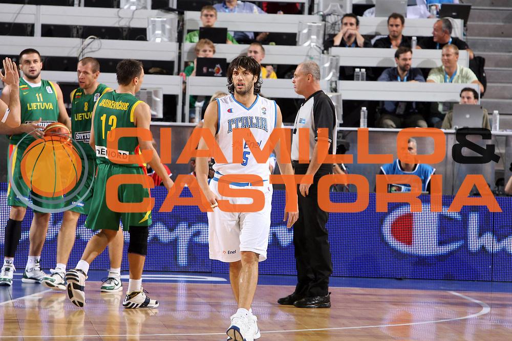 DESCRIZIONE : Madrid Spagna Spain Eurobasket Men 2007 Qualifying Round Italia Lituania Italy Lithuania<br /> GIOCATORE : Gianluca Basile<br /> SQUADRA : Italia Italy<br /> EVENTO : Eurobasket Men 2007 Campionati Europei Uomini 2007<br /> GARA : Italia Italy Lituania Lithuania<br /> DATA : 08/09/2007<br /> CATEGORIA : Esultanza<br /> SPORT : Pallacanestro<br /> AUTORE : Ciamillo&amp;Castoria/E.Castoria