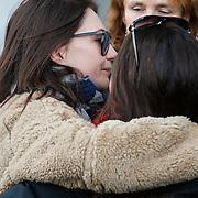 NLD/Amsterdam/20121208 - Herdenkingsdienst voor de verleden Jeroen Willems, Carice van Houten omhelst Vanessa Henneman