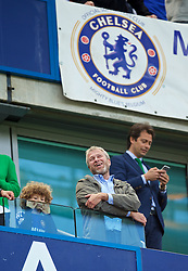 LONDON, ENGLAND - Sunday, May 3, 2015: Chelsea's owner Roman Abramovich celebrates winning the Premier League title with his son Aaron after a 1-0 victory over Crystal Palace during the Premier League match at Stamford Bridge. (Pic by David Rawcliffe/Propaganda)