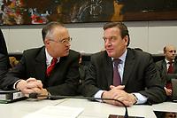 17 DEC 2002, BERLIN/GERMANY:<br /> Hans Eichel (L), SPD, Bundesfinanzminister, und Gerhard Schroeder (R), SPD, Bundeskanzler, im Gespraech, vor Beginn der Sitzung der SPD Bundestagsfraktion, Deutscher Bundestag<br /> IMAGE: 20021217-01-025<br /> KEYWORDS: Fraktionssitzung, Gerhard Schröder,  Gespäch