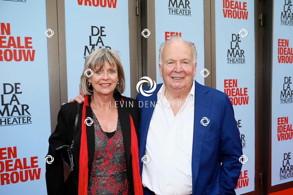 AMSTERDAM - In het DeLaMar Theater is de premiere van een Nederlands toneelstuk 'Een Ideale Vrouw' een komedie over liefde. Met op de foto  Rob van de Meeberg met zijn partner. FOTO LEVIN DEN BOER - PERSFOTO.NU