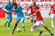 28-05-2017: Voetbal: FC Utrecht v AZ: Utrecht<br /> <br /> (L-R) AZ speler Calvin Stengs, FC Utrecht speler Wout Brama tijdens het Eredivisie duel tussen FC Utrecht en AZ op 28 mei 2017 in stadion Galgenwaard tijdens de finale play-offs <br /> <br /> Finale Play-offs, Eredivisie - Seizoen 2016 / 2017<br /> <br /> Foto: Gertjan Kooij