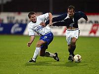Fotball, 3. oktober 2002. Stavanger Stadion,  Viking - Chelsea 4-2. Frank Lampard , Chelsea, og Trygve Nygaard, Viking.