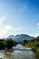 Rio Itapocu e Morro da Boa Vista ao fundo. Jaraguá do Sul, Santa Catarina, Brasil. / Itapocu River and Boa Vista Mount in the background. Jaragua do Sul, Santa Catarina, Brazil.